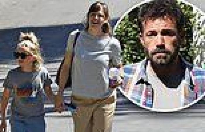 Jennifer Garner pays a visit to her ex Ben Affleck with son Samuel, nine, in ...