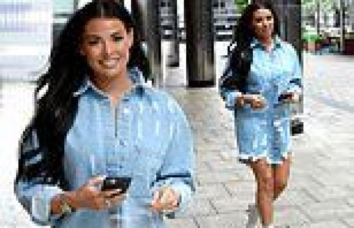 Jess Wright flaunts her toned legs in a thigh-skimming denim dress as she ...