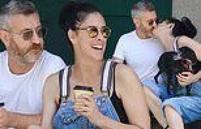 Sarah Silverman kisses boyfriend Rory Albanese as they take a quick break while ...