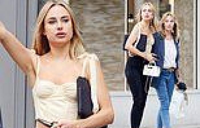Kimberley Garner showcases figure in cream crop top and skinny jeans while ...