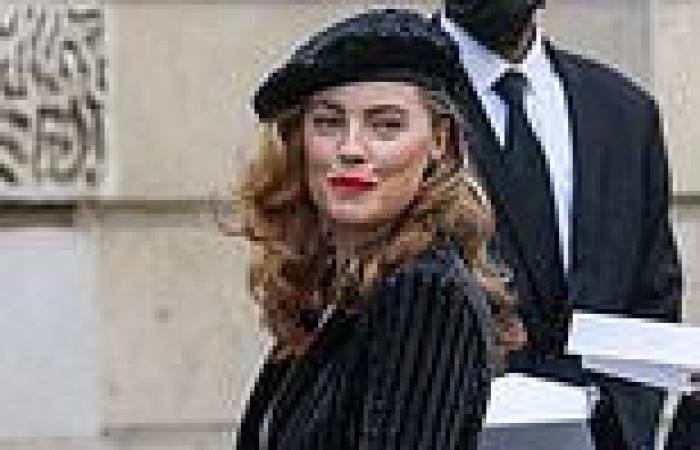 Melissa George is the epitome of Parisian chic as she attends the Armani Prive ...