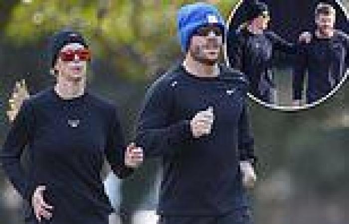 Candice Warner and husband David go for a jog in Sydney amid lockdown