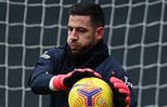 sport news Leeds goalkeeper Kiko Casilla is 'QUITTING' to join LaLiga side Elche