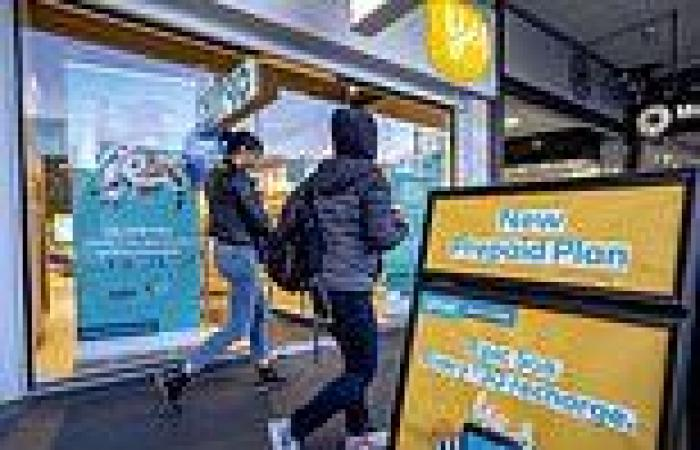 Australian Optus customers suffer second outage in days as angry customers ...