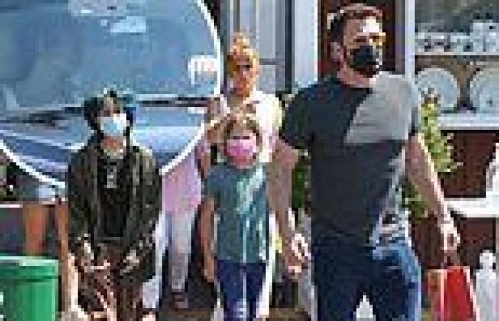 Blending families! Jennifer Lopez and Ben Affleck grab lunch with their kids in ...