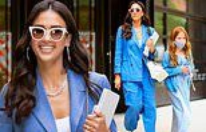 Jessica Alba color coordinates with youngest daughter Haven as the duo step out ...