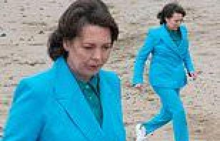 Olivia Colman rushes to save her co-star from drowning while filming her new ...