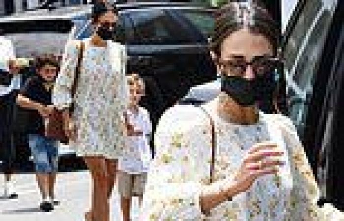 Jordana Brewster glows in a floral-print smock dress as she grabs lunch in ...