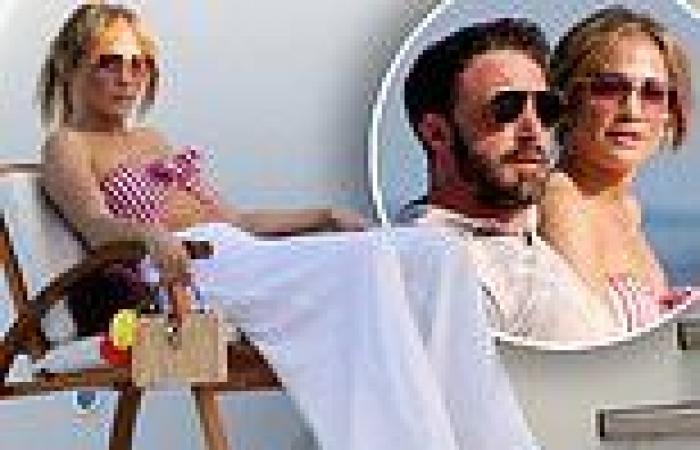 Jennifer Lopez and Ben Affleck arrive in Nerano, Italy