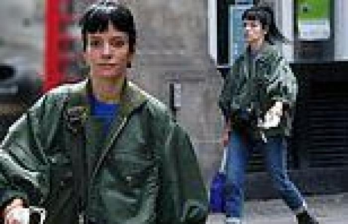 Lily Allen cuts a casual figure as she arrives at the Noel Coward Theatre