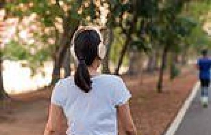 Walking just 7,000 steps a day during middle age could cut risk of early death ...