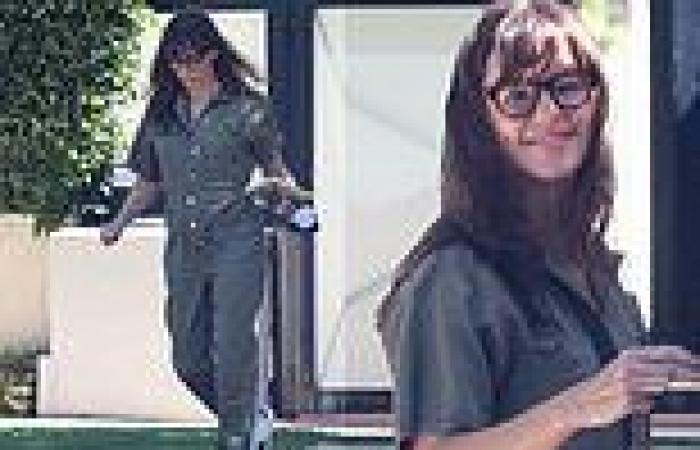 Jennifer Garner flashes a sunny smile and looks stylish in a green jumpsuit as ...