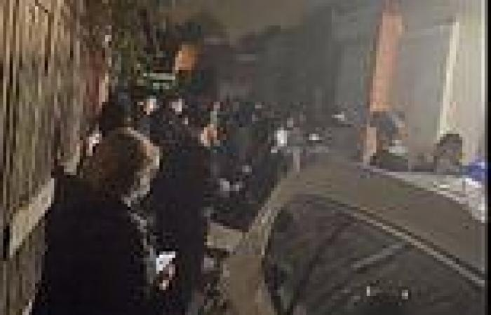 Covid-19 Australia: Cops swarm Melbourne synagogue after 100 worshippers ...
