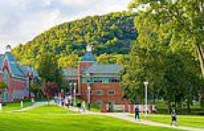 Colleges are kicking out hundreds of unvaccinated students; others are issuing  ...
