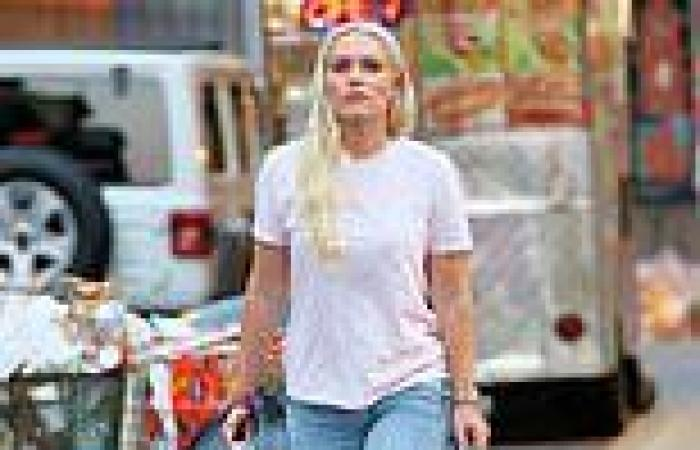 Lindsey Vonn dresses down to shop in NYC with her dogLucy... ahead ofESPN ...