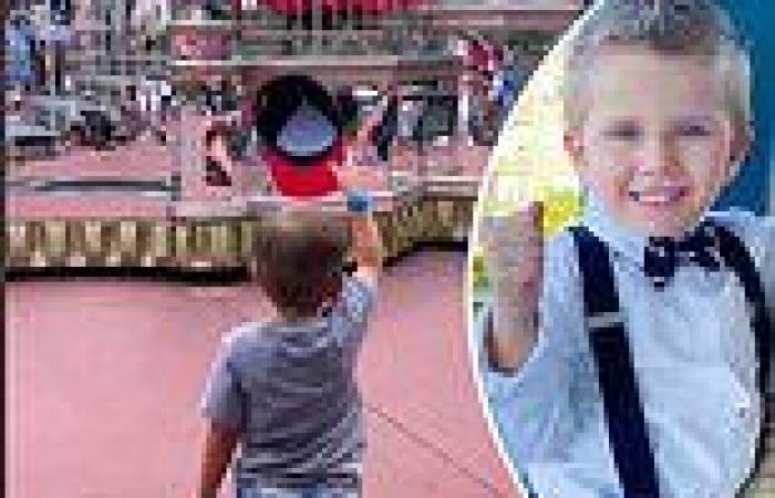 Four-year-old boy tipping his hat to Snow White at Disneyland is internet's new ...