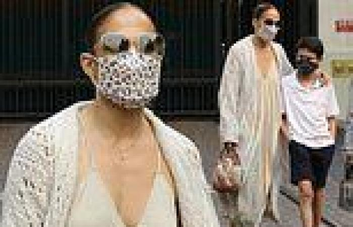 Jennifer Lopez cuts a very casual figure while spending time with her kids in ...