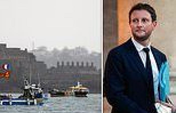 France threatens to cut Britain's POWER in bitter row over Jersey fishing ...