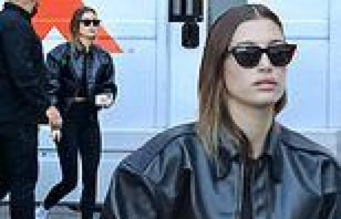 Hailey Bieber showcases model legs in clinging leggings after Pilates class in ...