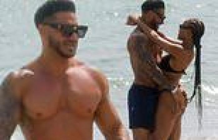 Paul 'DJ Pauly D' DelVecchio and girlfriend Nikki Hall put on a loved-up ...