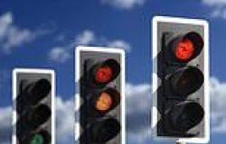 Driving: Traffic lights that tell you how fast to go to avoid a red may be ...